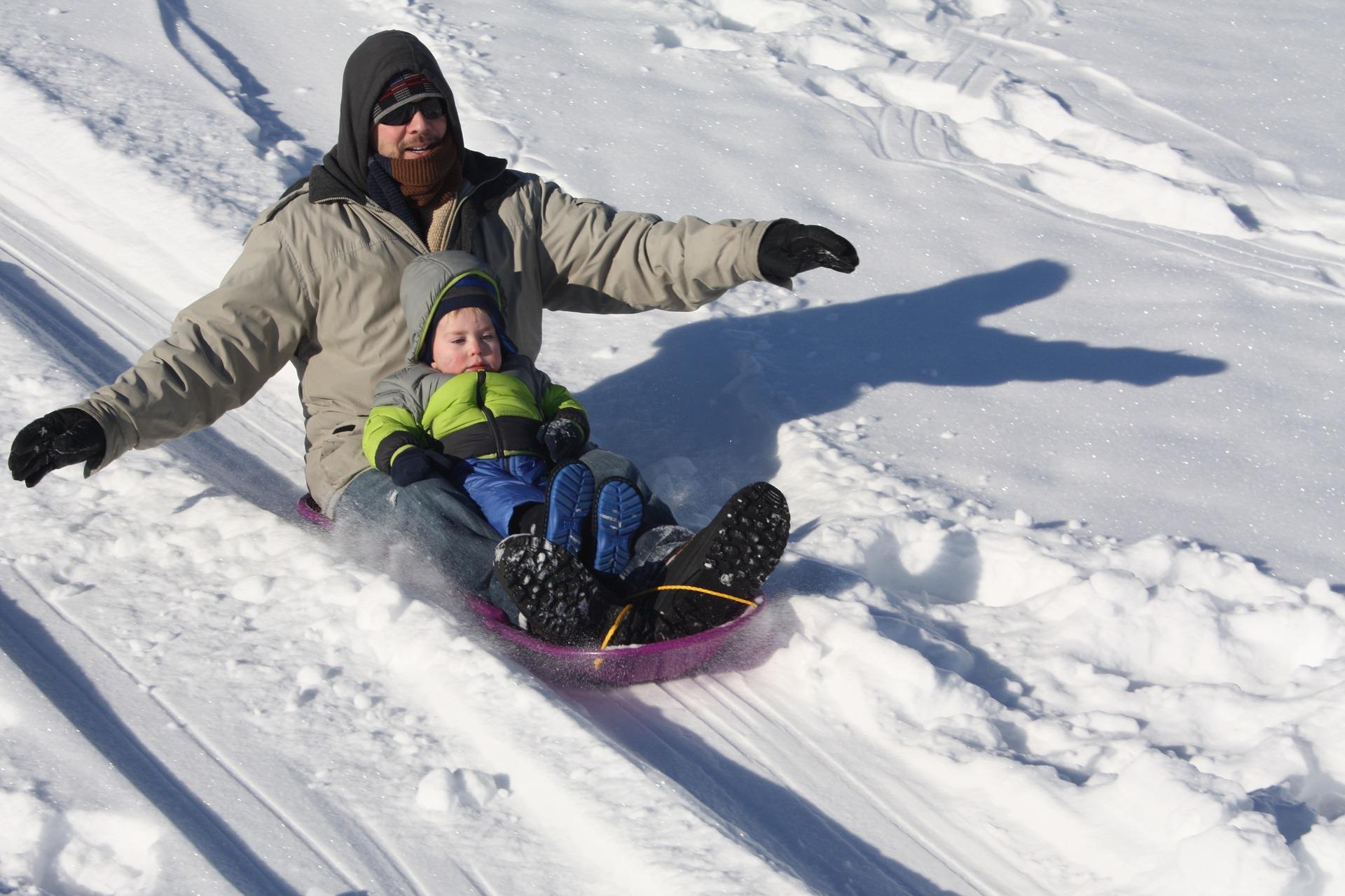sledding-1431789_1920
