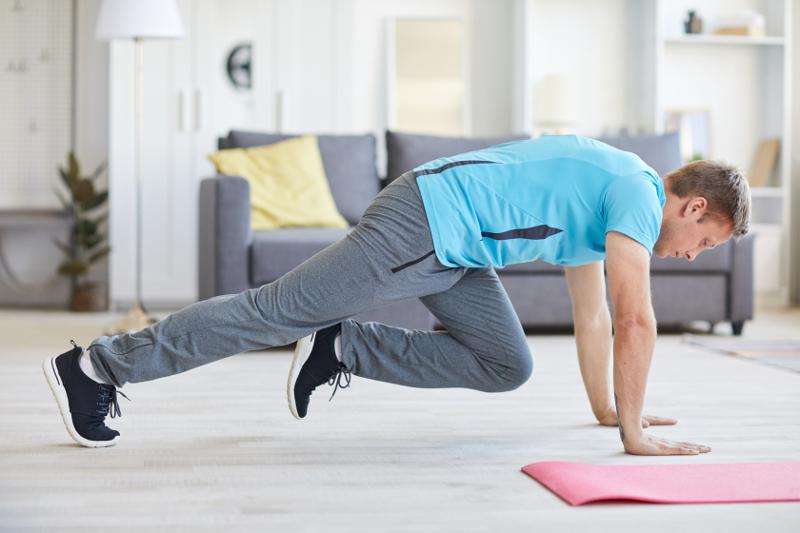 Deporte, ejercicio en casa durante el confinamiento